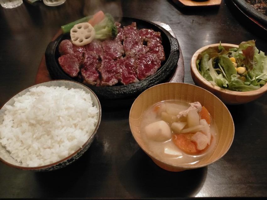 ボリューム満点で良質なお肉を手頃な価格で味わえる!   肉が一番