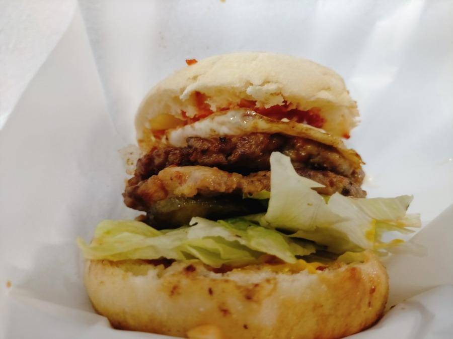 オリジナルのハンバーガーが大人気 カスタムスナックバー