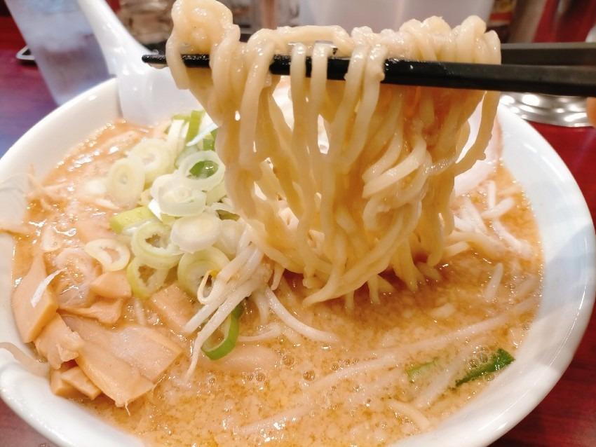 上質な豚の背脂のこってりスープ なりたけ 福岡西新店
