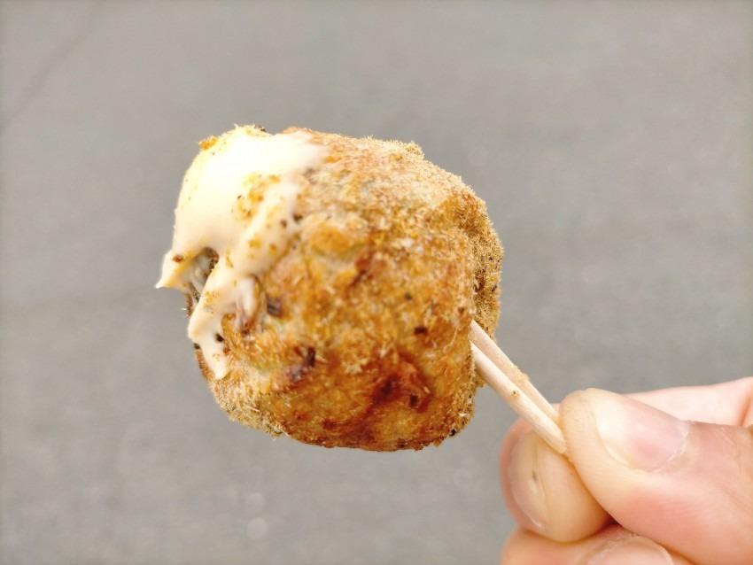 注文を頂いてから焼きあげるたこ焼きが根強い人気で、お店の中もアメリカンスタイル!たこ道楽 田川店