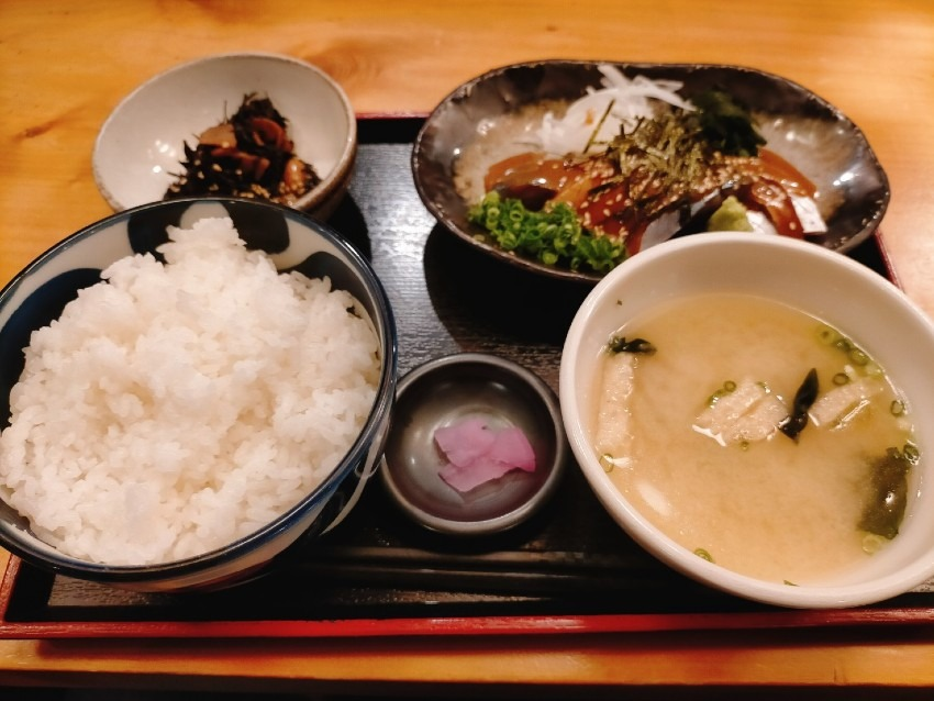 鯖料理専門店の新鮮なゴマサバ定食 を700円で堪能できる!博多金鯖