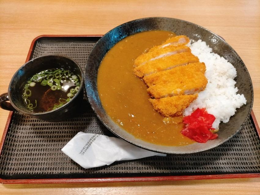 毎月10.20.30日限定でカツカレーが400円で食べれてしまうんです!定食屋JUJU