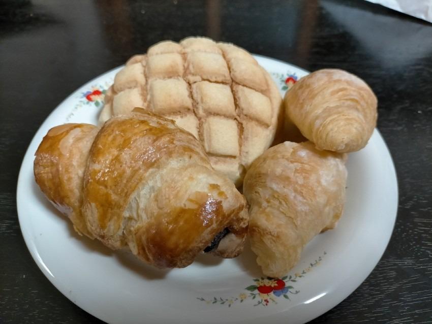 1番人気はメロンパンで根強いファンが多い大人気のパン屋さん!                         ENJOY singing CLOVER