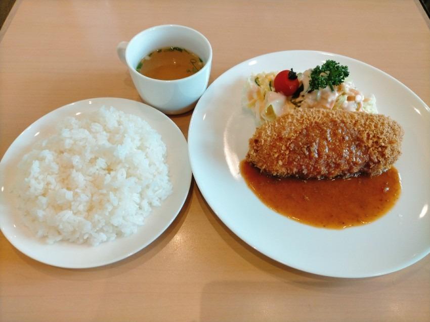 静かな空間で遠賀川沿いを見渡しながら食事ができる人気の洋食屋さん!キッチンサンキュー(9. 9. 9.)