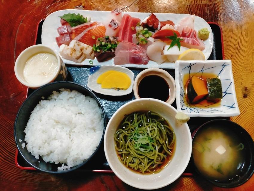 10種類以上の魚介が厚切り新鮮プリプリのお刺身が山盛りで超豪華!相撲茶屋 貴ノ花