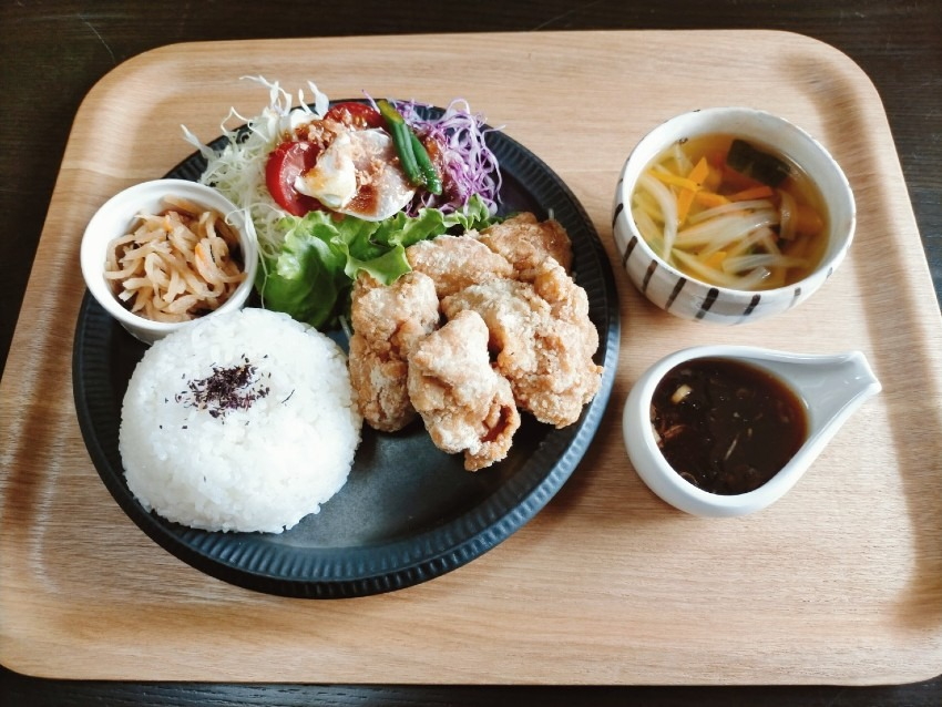 一度で二度美味しく食べれる唐揚げとタレが別の油淋鶏!PEG CAFE(ペグカフェ)
