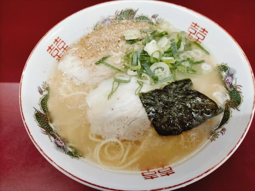 パンチの効いた豚骨スープがたまらなく美味しく癖になる!泰平楼ラーメン