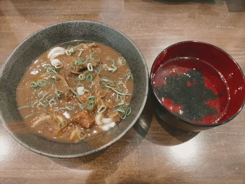 カレーうどんはじっくり煮込まれたお肉が柔らかくてたっぷり!丼や 膳 (ぜん)