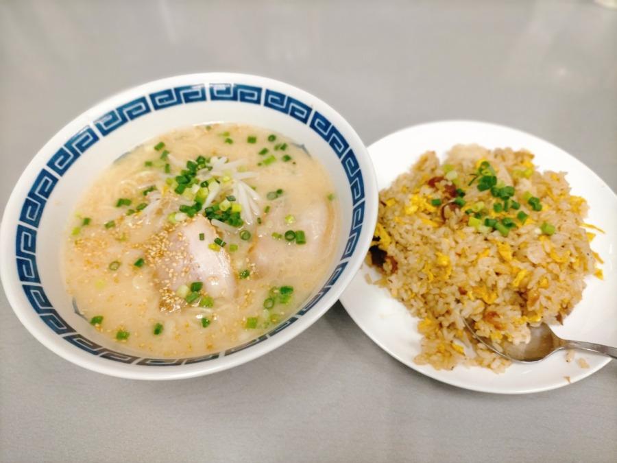 マイルドであっさりだけどしっかり豚骨を感じるやわらかなスープ!九州とんこつラーメン専門店 蘭蘭(らんらん)
