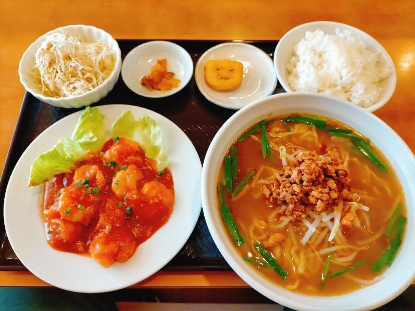 プリプリのエビがチョイ辛めでご飯との相性が抜群のエビチリランチ!台湾料理 聚豊園(しゅうほうえん)