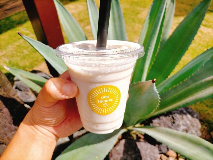 バナナ本来の甘さと美味しさを余すことなく味わえる濃厚バナナジュース!CAFE SOURIRE(カフェスリール)